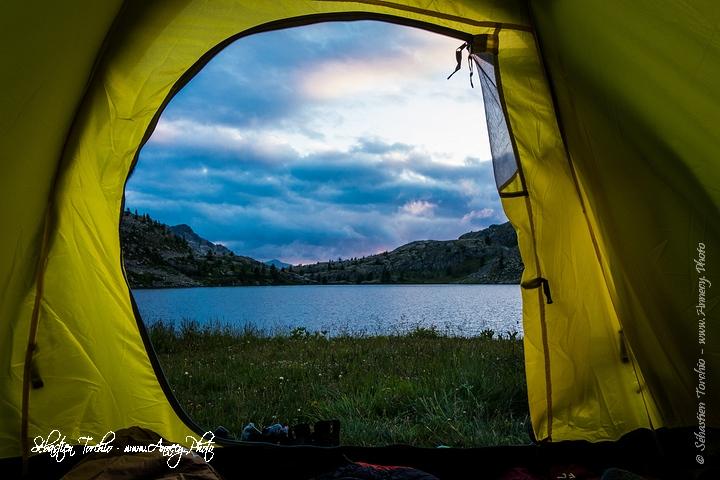 Au réveil, découverte de la beauté des panorama du Lac de Vens, Parc National du Mercantour (Alpes-Maritime - France) © Sébastien TORCHIO, www.Annecy.Photo