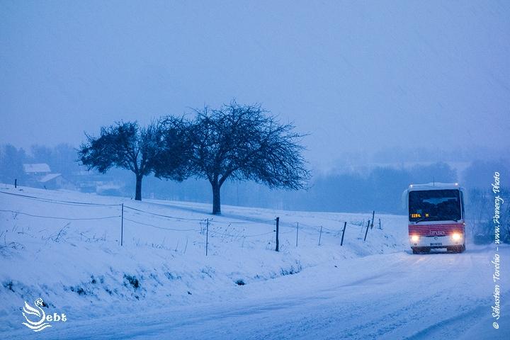 Transports scolaires assurés sous la neige à Poisy ...  © Sébastien TORCHIO, www.Annecy.Photo