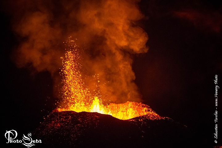Éruption du Piton de La Fournaise – © Torchio Sébastien – Annecy Photo