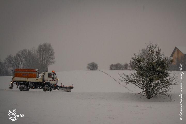 Le bal des déneigeuses et chasse-neiges a commencé tôt le matin © Sébastien TORCHIO, www.Annecy.Photo