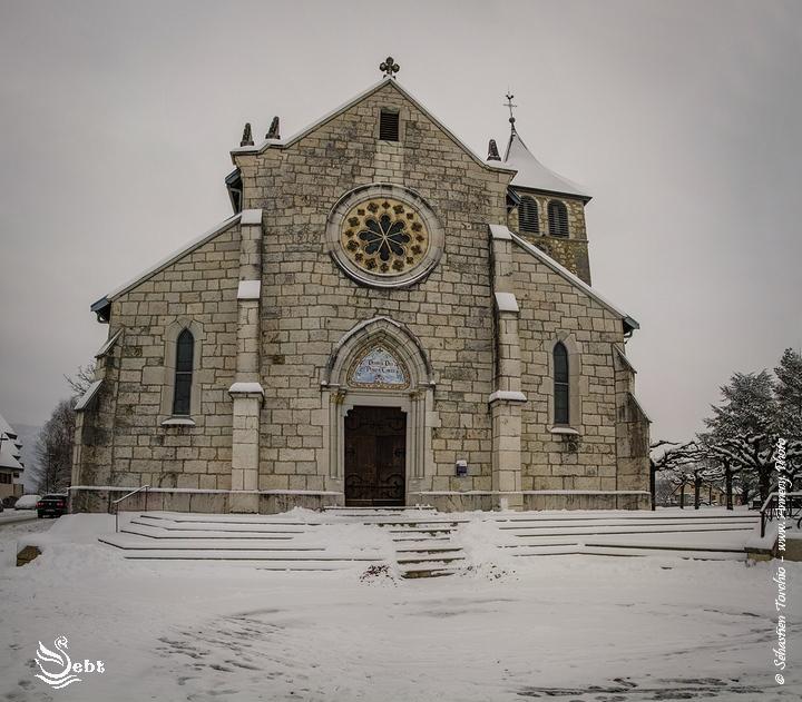 L'église de Poisy en Hiver © Sébastien TORCHIO, www.Annecy.Photo