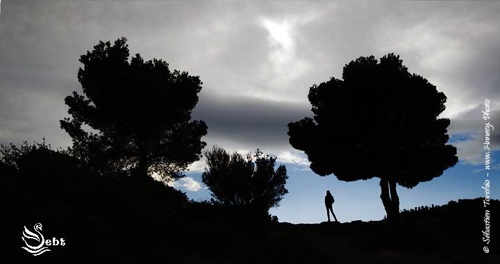Petite Pause contemplative lors d'une randonnée dans le Parc National des Calanques Escalade sur le Cap Canaille et les hauteurs de Cassis © Sébastien TORCHIO, www.Annecy.Photo
