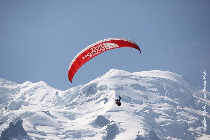 Survole de Chamonix en Parapente © Sébastien TORCHIO