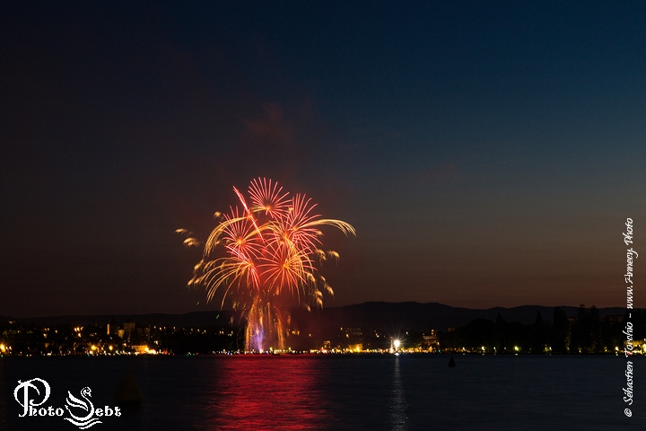 Feu Artifice Annecy - © Sébastien TORCHIO, www.Annecy.Photo