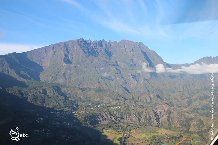 Montagne et pics vertigineux sur l'Ile de La Réunion © Sébastien TORCHIO - www.Annecy.Photo