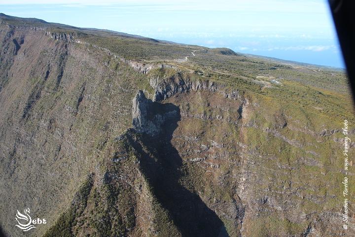 Arête montagneuse sur l'Ile de La Réunion © Sébastien TORCHIO - www.Annecy.Photo