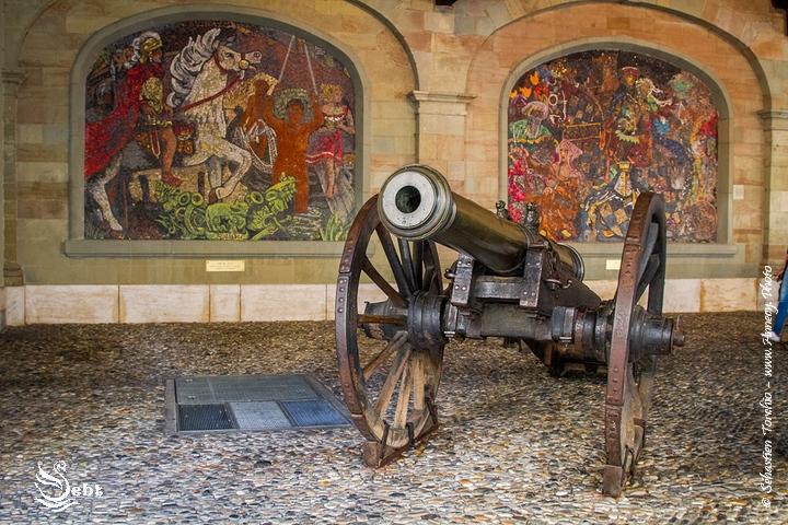 Canon de l'ancien arsenal au coeur de la vieille ville de Genève - © Sébastien TORCHIO, www.Annecy.Photo