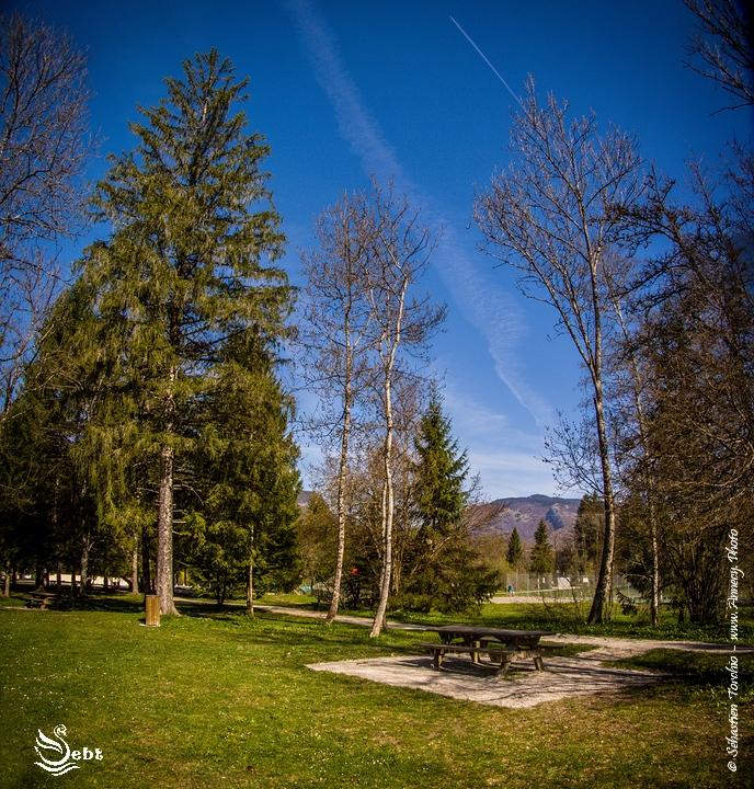 Espace détente des Iles du Chéran © Sébastien TORCHIO, www.Annecy.Photo