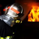 Sapeur-Pompier face aux flammes - © TORCHIO Sébastien