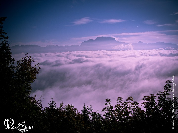 Mer de nuages depuis le Semnoz- © Sébastien TORCHIO, www.Annecy.Photo