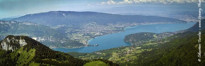 Panorama du Lac d'Annecy depuis le sommet de la Tournette © Sébastine TORCHIO, www.Annecy.Photo